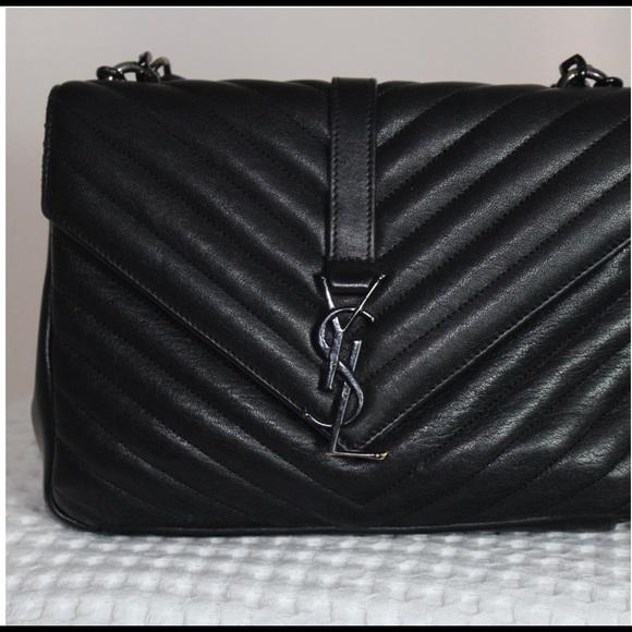 e7aae7a9198a Classic Medium College Bag in Black Leather. M 5a88dd3346aa7cfc007acc30
